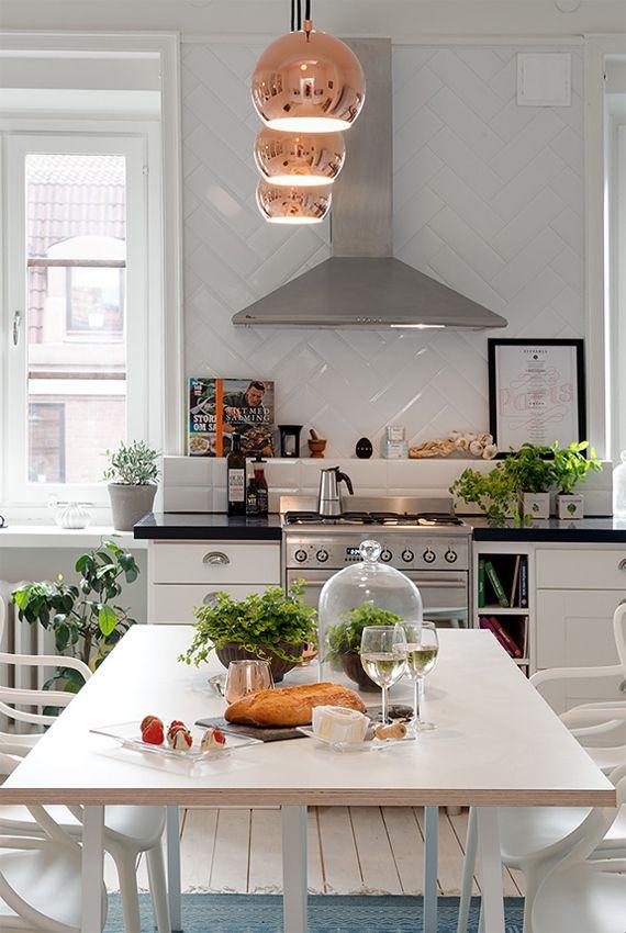 inspirera mera inspireramera inredning blogg inredningsblogg inspiraton kök köksinspiration koppar lampa kopparlampa kakel