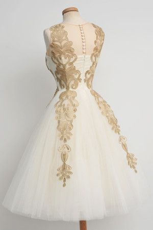 wedding dress // tulle skirt // amazingness // Chotronette