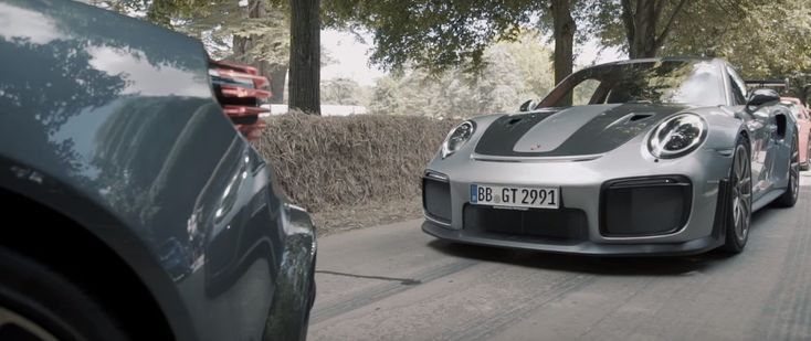 #911GT2RS, #Porsche, #Porsche911Gt2Rs Vidéo : la Porsche 911 GT2 RS en action au Festival of Speed de Goodwood ! https://lesvoitures.fr/video-porsche-911-gt2-rs-festival-of-speed/