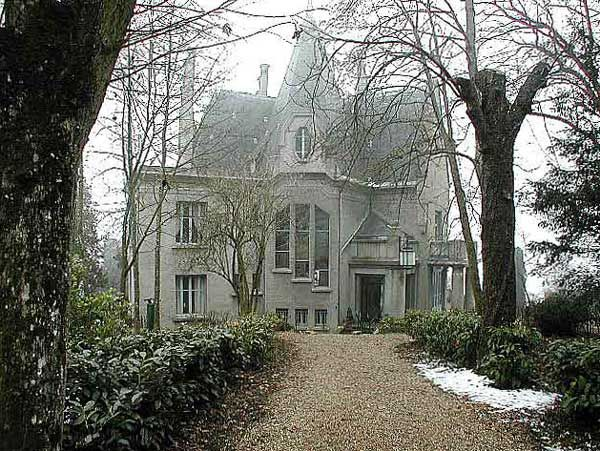 loire region: art deco home for sale