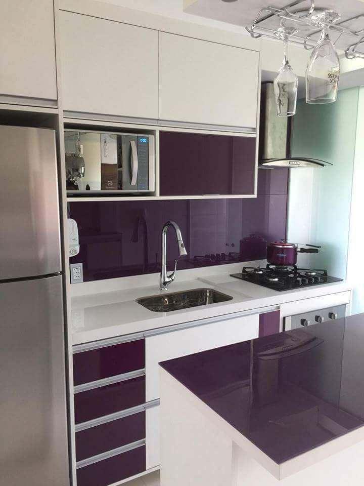Cozinha pequena e colorida