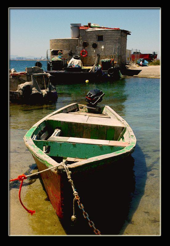 Piccola pesca by baddori Cagliari porticciolo sul lungomare di Levante. Sardegna, Italy