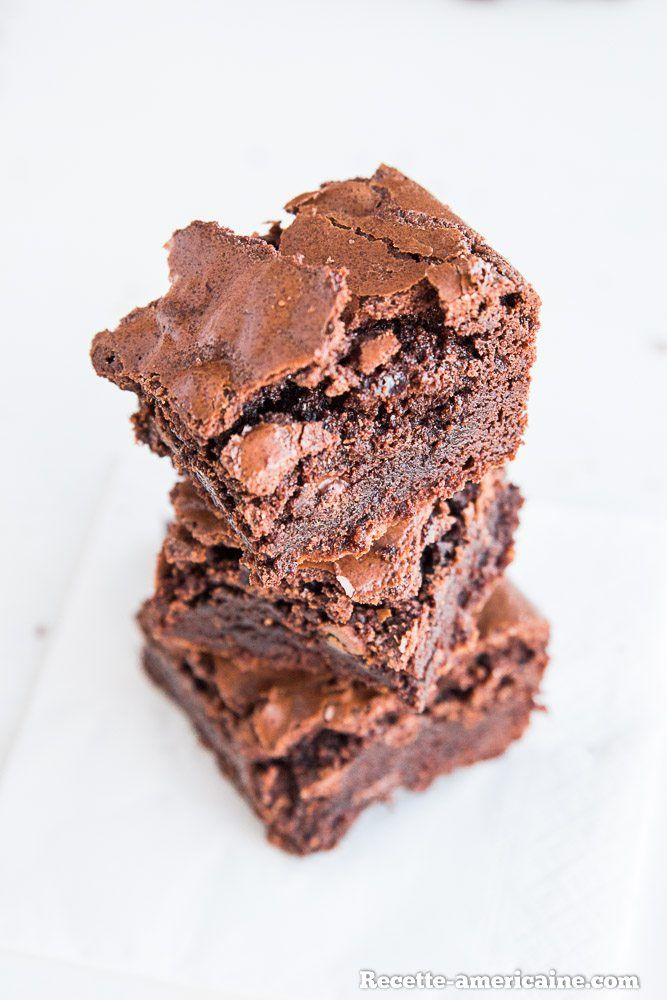 Une pile de brownies