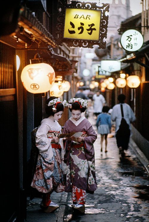 vintagegal:  Burt Glinn- Two apprentice Geishas on their way to evening appointments in Kyoto. Japan, 1961 (via)