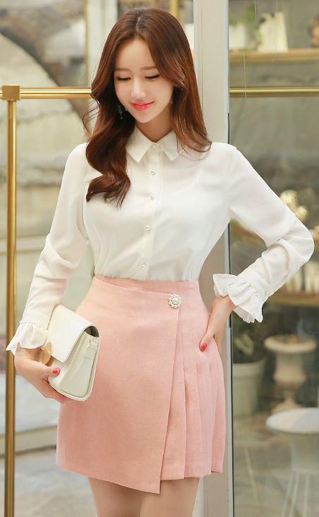 StyleOnme_Asymmetrical Flower Motif Pearl Button Pleated Skirt #pink #pastel #sweet #cute #feminine #skirt #pants #pleats #pearl #koreanfashion #spring #kstyle #seoul #kfashion