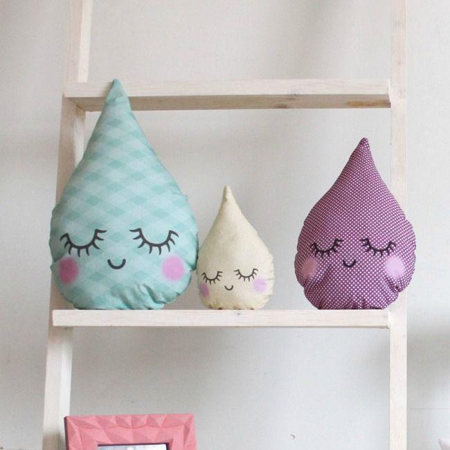 Decoración de diseño y fabricación propia en Casachic74: iluminación, cojines, cabeceros, estanterías, complementos decorativos para las habitaciones infantiles.