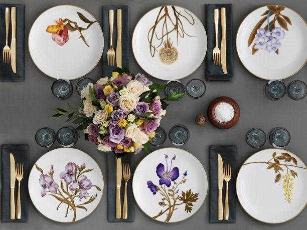 Idee per apparecchiare la tavola con eleganza in primavera con i piatti Flora di Royal Copenaghen