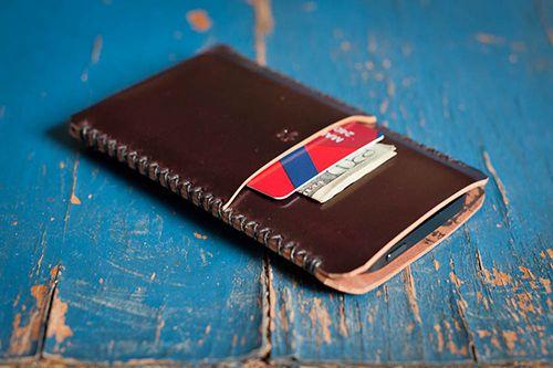 Vind het iPhone hoesje van leer waar jij naar op zoek bent  - #leather iphone case and card holder   cardholder - http://ledereniphonehoesjes.nl