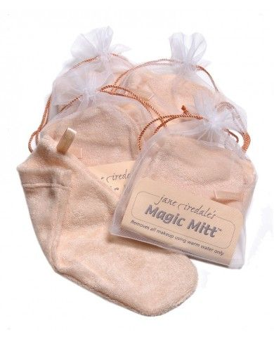 Gentle cleaning and exfoliation by Magic Mitt #cultbeautywishlist