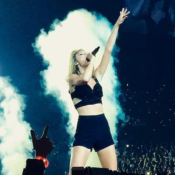 Salma Hayek disfruta del divertido concierto de Taylor Swift