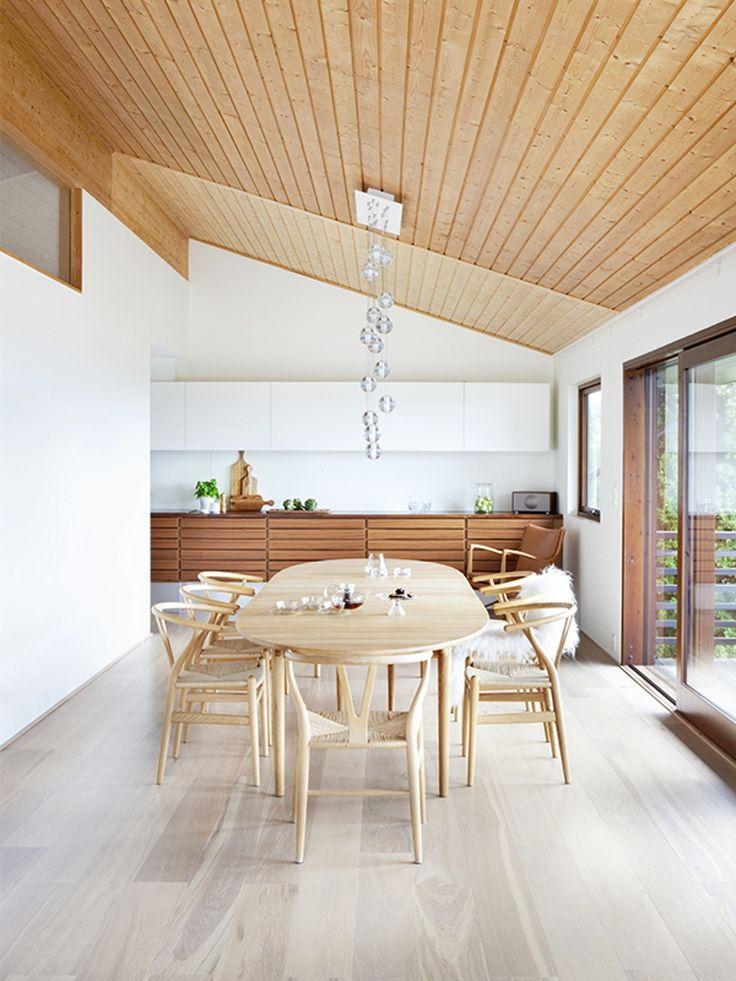 Scandinavian, mcm, multiform kitchen, wishbone chairs - God tresmak på kjøkkenet | Bo-bedre.no