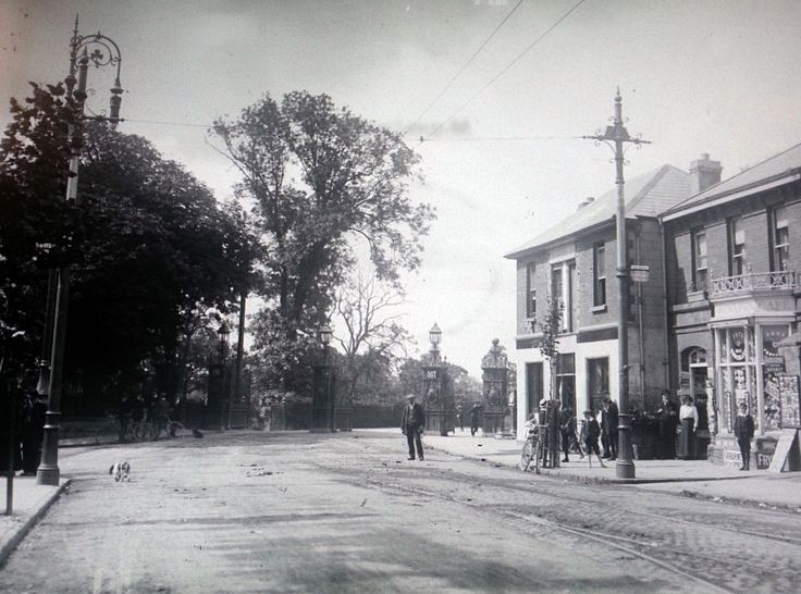 Phoenix Park gate , North Circular Road.c: 1910