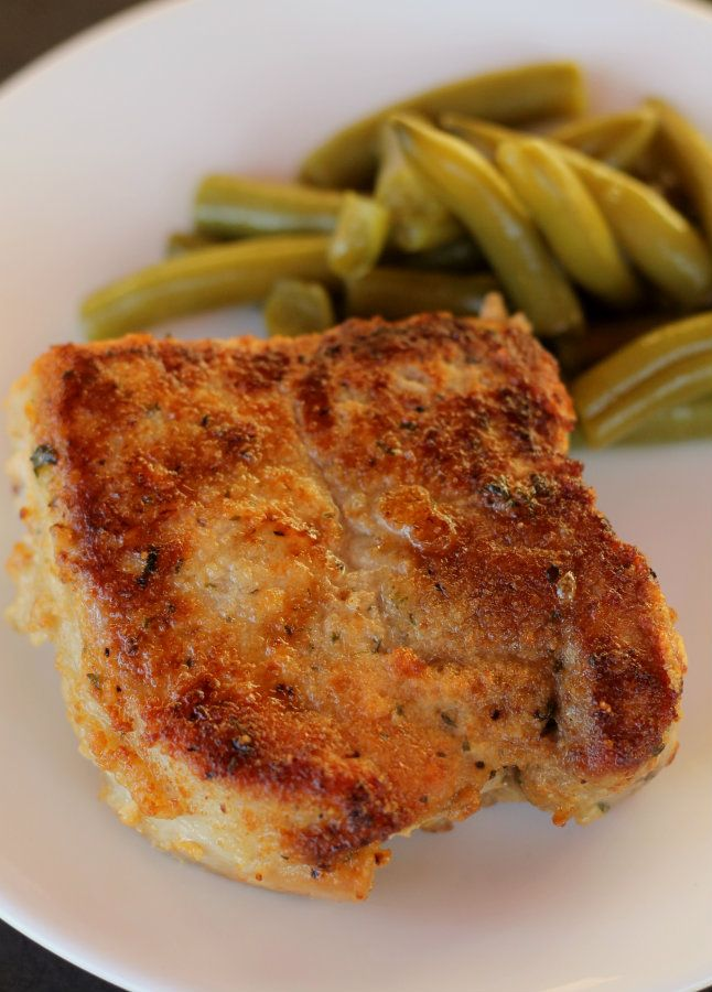 Parmesan Crusted Pork Chops. Such a quick and easy way to serve these... and so yummy! { lilluna.com }