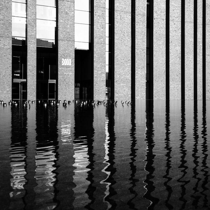 Crème de la crème of contemporary architecture in Poland. #Katowice #igerskatowice #visitpoland #architecture #architecturelovers #architectureporn #modernarchitecture #contemporary #simplicity #simpleisbest #minimalism #minimalove #geometry #moderndesign #reflection #water #fountain #moderncity #mirror #bricks #bw #bnw #bnw_zone #blackandwhite #monochrome #monochromelovers #lumia1020 #polskawruinie #samekopalnie #projektkatowice