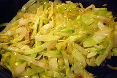 Il  cavolo verza  è un ortaggio molto presente in questa stagione, ma spesso non sappiamo come cucianarlo: questa ricetta offre un modo nuovo e saporito per servire questa benefica verdura.