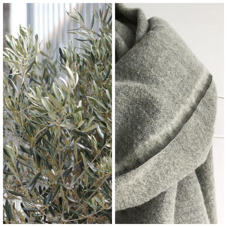 Sjaal in lekkere dikke wol uitvoering in grijs-groene tint.  Kijk snel voor deze of ander moois bij www.sjoddybyan10.nl