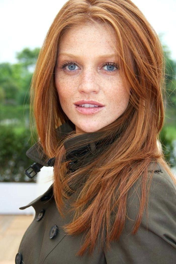 Rotbraune Haare Blaue Augen Casual Look Make Up Fur Rote