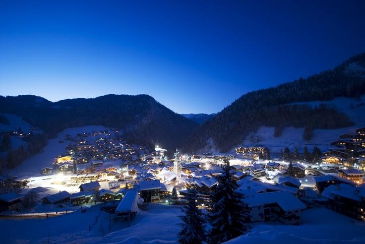 La Clusaz by night