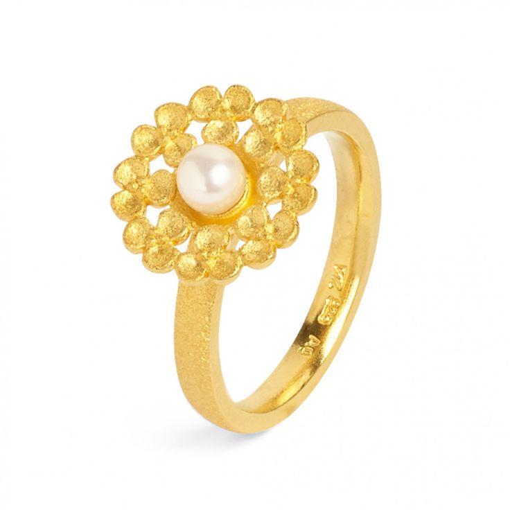Leami - FLOWERTIMES - DESIGNLINIEN   Ring mit Süßwasserperle in goldplattiert  #BerndWolf #Schmuck #Hochzeit #Braut #Brautschmuck #Blüten #jewelry #pealrs #Bride #perfektday