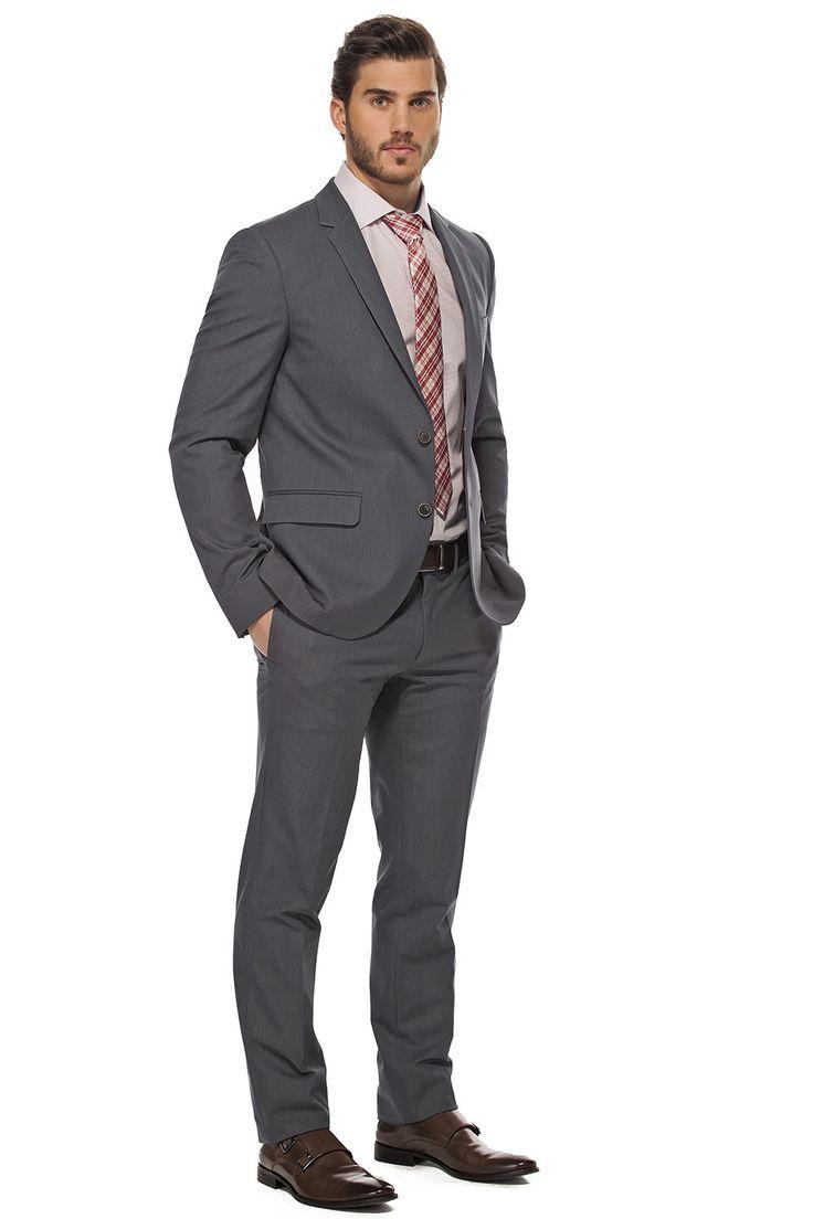 Ensemble classique mais toujours confortable. Ensemble de chic denim avec cravate à carreaux rouge / Classic but confy dressy denim suit.  https://www.tristanstyle.com/fr/hommes/looks/5/hv070d0654bbl50/