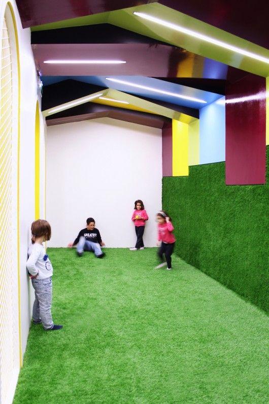 Kalorias – Children's Space / estúdio AMATAM | fun way to achieve the outdoor look indoors- use of texture / ceiling / lighting