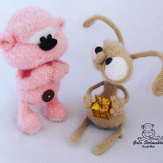 - Это мне? - Тебе! - А за что? - Да просто так! #littleowlshut #Крючок #вязание #Patterns #Crochet #crochetpattern #toy #crochet_patterns #etsy #handmade #amigurumi #crochetlove #crochettoys #weamiguru #knitforkids #instacrochet #crochetersofinstagram #crocheting# #handcrafted #handcraft #knittersofinstagram #crochetaddict #crochetalong #hakeln #rabbit #crochetanimal #Stelmakhova #teddybear #pertseva_svetlana