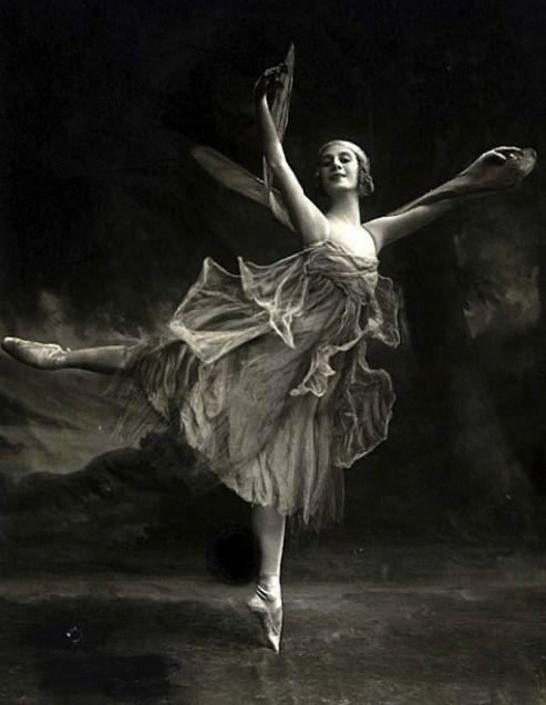 Anna Pavlova as Dragon Fly, 1914