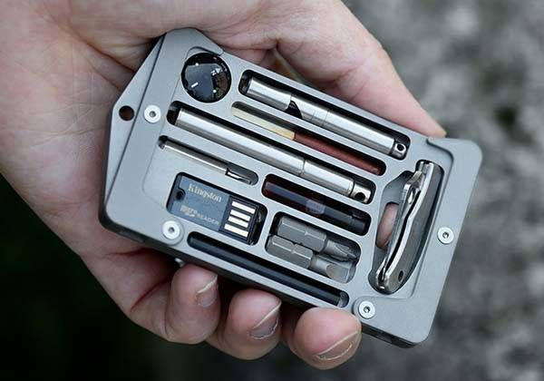 Jackfish Survival Credit Card Holder Boasts Multiple Practical Tools