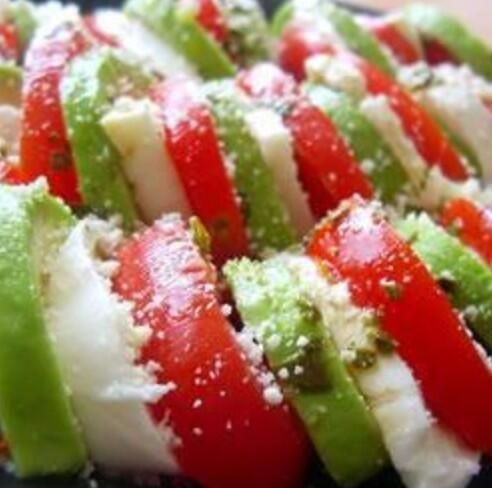 #salad #recipe idea: avocado, tomato and mozarella. dressing made from olive oil (2 tablespoons), shoyu (1 teaspoon), tube wasabi (5cm). put some cottage cheese to end the salad~ 美味い和風カプレーゼ