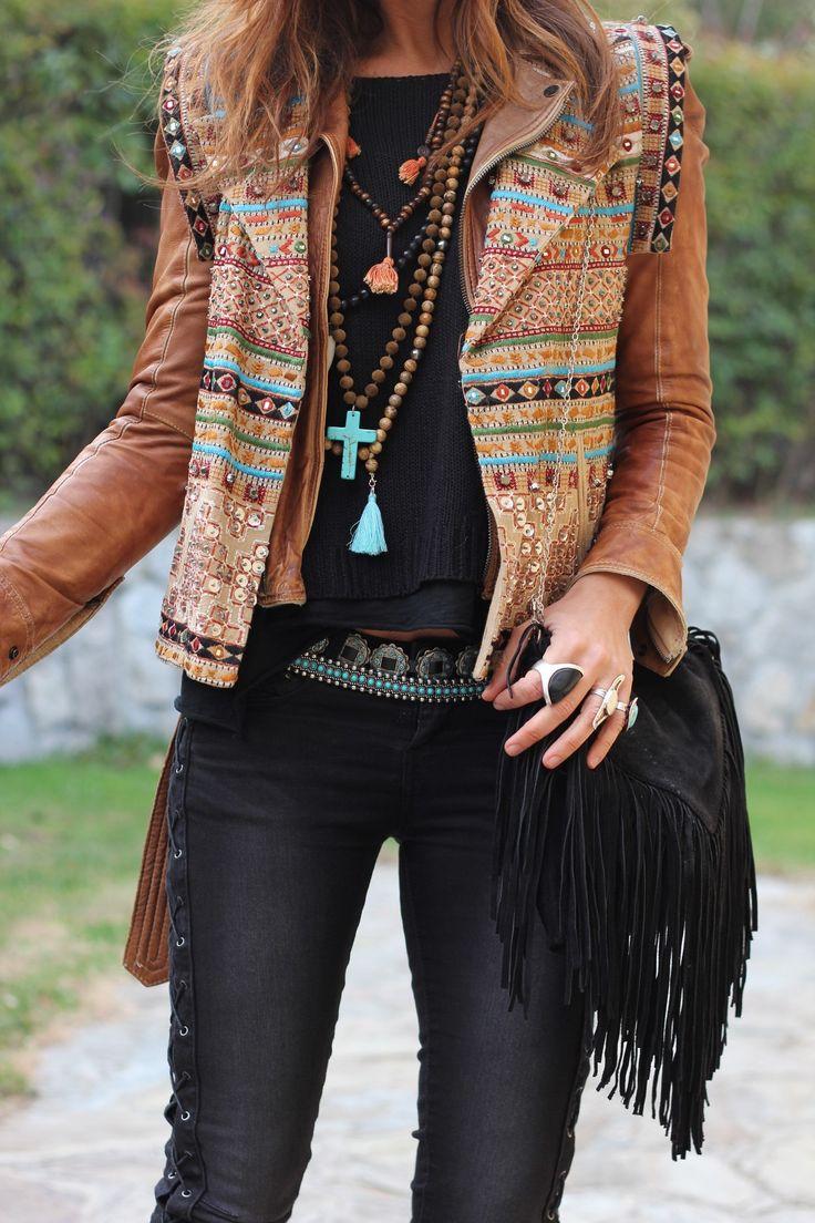 ➳➳➳☮American Hippie Boho Style. j'aime l'idée du double look pour un blouson grâce au gilet ouvert sans manches esprit boho enfilé au dessus.