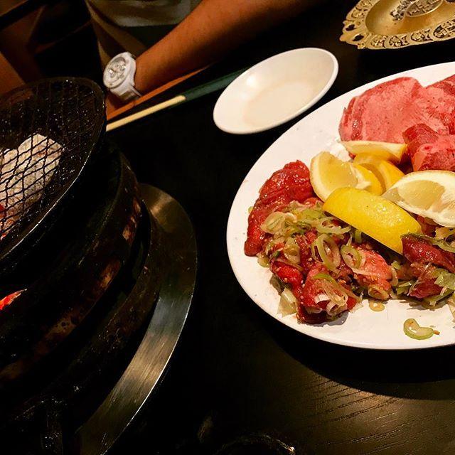 七輪の焼肉が大好き。一人前が多すぎて、食後ウォーキングしたのに、お腹破裂しそうで寝れませぬ(T . T) *  #cooking #instafood #うちごはん#gohan#lunch#LUNCH#dinner#おうちごはん#ごはん#料理#手作り#七輪#ランチ#お昼ごはん##2人ごはん#デート#難波#飯テロ#デリスタグラム#クッキングラム#夕飯#ディナー#天王寺#夜食#デリスタグラマー#大阪グルメ#焼肉#肉#松虫#instagood