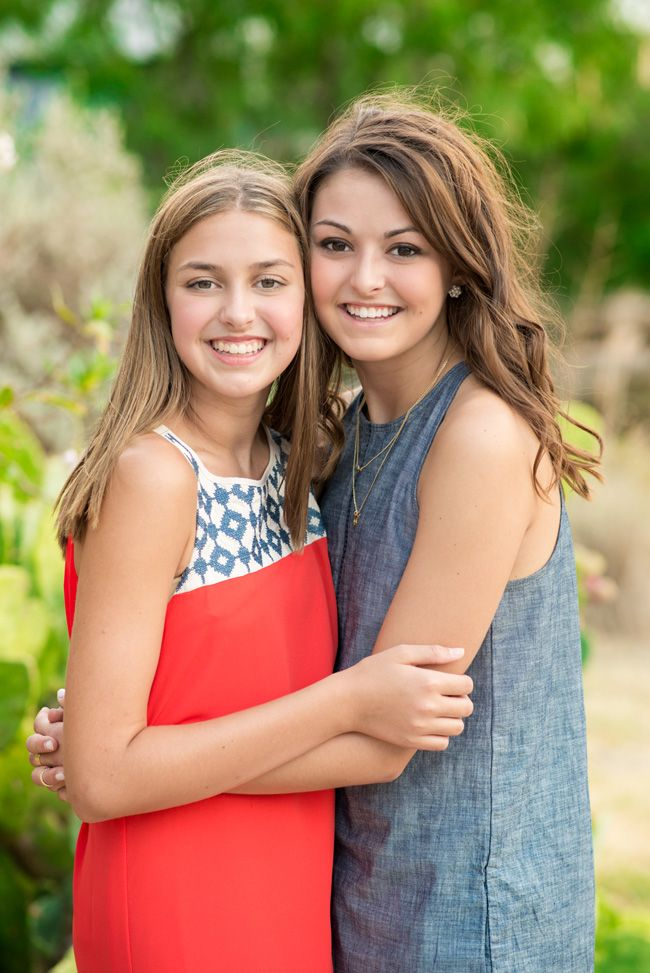 DFW Fort Worth photographer, angela wynn photography, family portraits, family photo shoot outfit ideas, family portrait ideas poses, portrait ideas, best, family picture outfit ideas, natural light, casual, teens, adult siblings, color combinations for portrait outfits