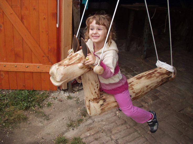 Elizabeth and mustang , Horse, swing, rocking horse , Pferd, Schaukel, Schaukelpferd , cheval, balançoire, cheval à bascule ,caballo, oscilación, caballo de oscilación , cavalo, balanço, cavalo de balanço