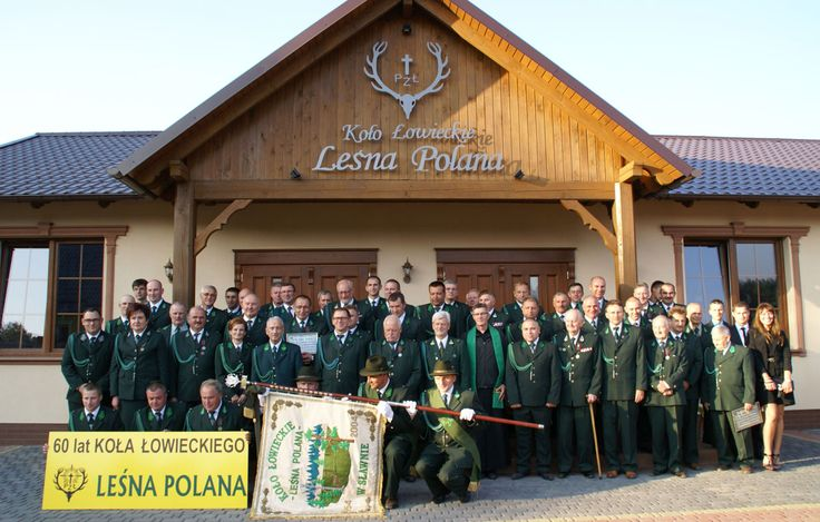 """60 lat KŁ """"Leśna Polana"""" ze Sławna. Dla uczczenia jubileuszu postanowiono wybudować nową siedzibę na zakupionej działce. Koło, którego sztandar odznaczono Złotym Medalem Zasługi Łowieckiej, zrzesza 66 członków."""