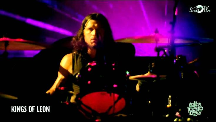 Kings of Leon - Dancing On My Own live @Lollapalooza 2014