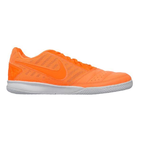 Sepatu Futsal Nike Gato II 580453-881 terbuat dari bahan syntetic membuat pemakai bisa bergerak cepat tanpa kehilangan kontrol dan keseimbangan. Diskon 15% dari harga Rp 709.000 menjadi Rp 599.000.
