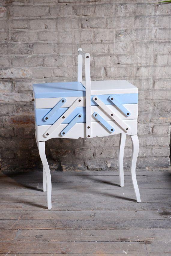 les 25 meilleures id es de la cat gorie travailleuse couture sur pinterest travailleuse bo te. Black Bedroom Furniture Sets. Home Design Ideas