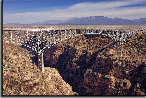Ponte sobre o Rio Grande Gorge, próximo a Taos, Novo México, USA..