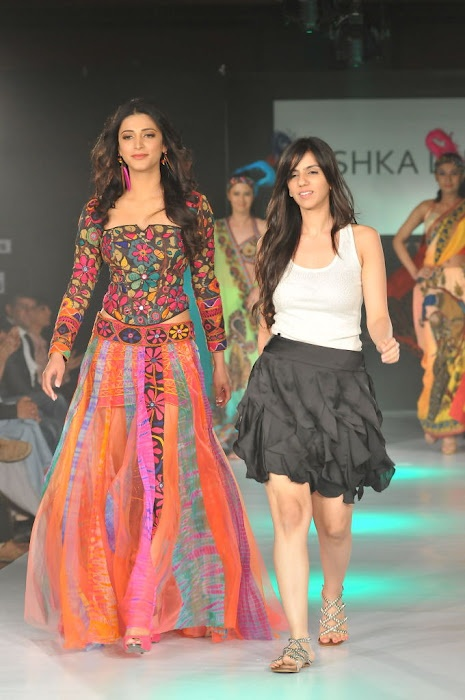 Shruthi Hasan walking on the ramp