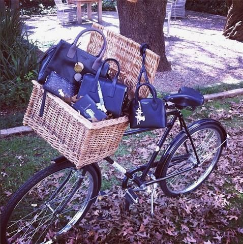 rooi rose Instagram - Fall fashion | Herfsmodes #fashion #Fall #bicycle #bags