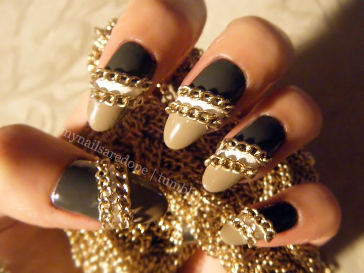 Pretty Nails with Gold Details