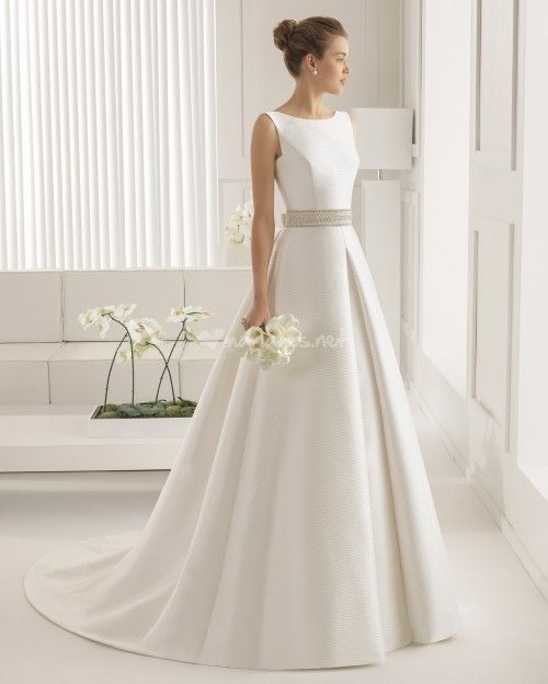 Robe de style CLASSIQUE pour les mariées intemporelles, qui ont une classe naturelle et sont un peu réservées.