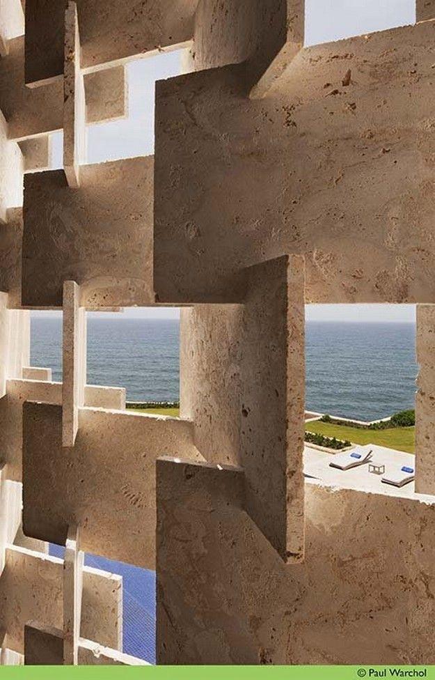 elemento vazado interessante- com mármore travertino- Casa Kimball by Rangr Studio Casa Kimball | Rangr Studio 3
