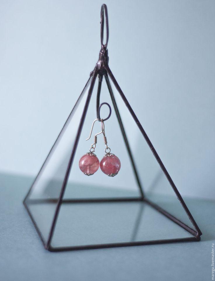 Пирамидка-стойка из стекла для украшений