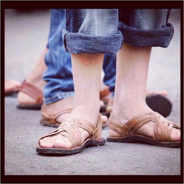 Cutarras - traditional Panamanian sandals. I want!!! Muy usadas por los campesinos productores de provincias centrales. Y se usan en los conjuntos tipicos de bailes folclòricos con sus atuendos de montunos .