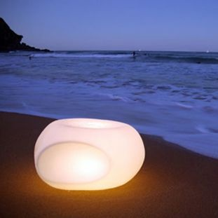 This illuminated modular seat uses NEOZ Cordless Technology – a portable, dimmable and rechargeable lighting solution using Lithium Ion Batteries and LEDs to provide a soft ambient glow, and an unforgettable day or night-time setting.