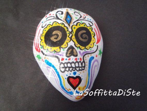 #calaveras sasso dipinto teschio di zucchero sugar skull pietra gotico calaveras soprammobile fermacarte colori acrilici ooak lasoffittadiste