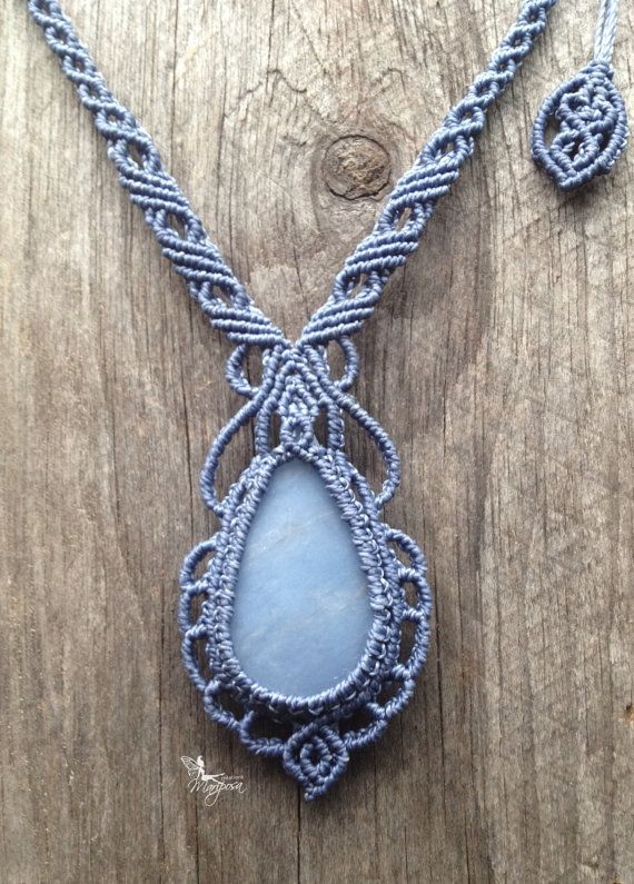 Macrame mermaid necklace Chalcedony stone boho por MariposaMacrame