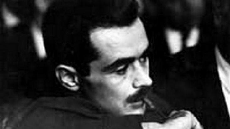 """Όταν """"φοβήθηκε"""" ο ΑλέκοςΠαναγούλης τον νεαρό που φώναζε: """"θα κρατώ το μυδραλιοβόλο και θα σκοτώσω τους κομμουνιστές. Και πρώτον θα σκοτώσω τον δολοφόνο Αλέκο Παναγούλη"""" - ΜΗΧΑΝΗ ΤΟΥ ΧΡΟΝΟΥ"""