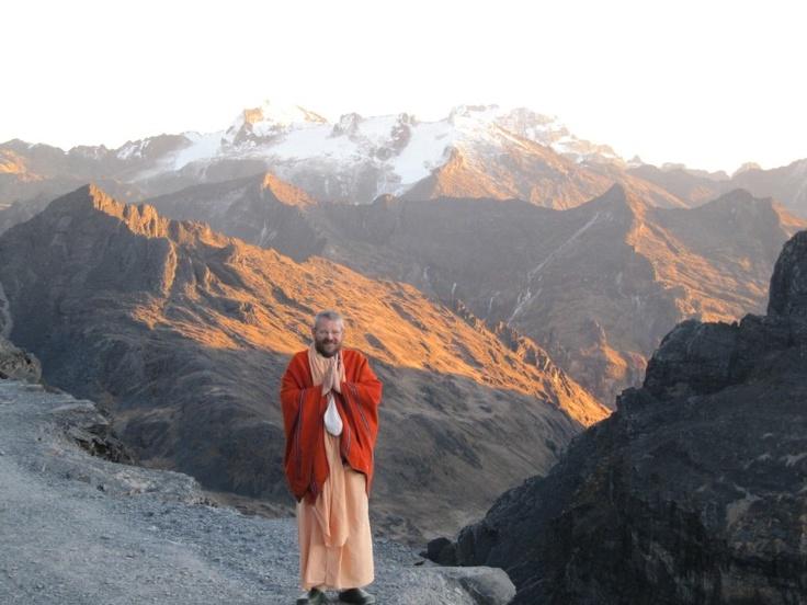 Pagina Oficial de B.A.Paramadvaiti Maharaja, llamado también Guru Maharaj por sus discípulos, quien viene viajando alrededor del mundo, impartiendo el conocimiento Védico, el más antiguo que existe en el mundo y el amor Universal.
